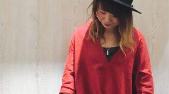 赤でいい女っぽコーデ。