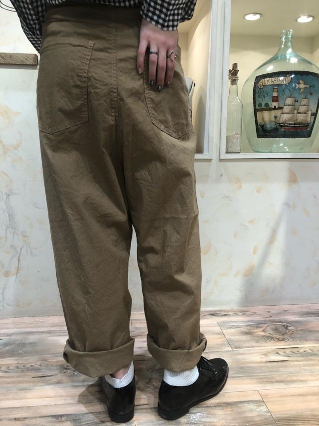 パンツ後ろ