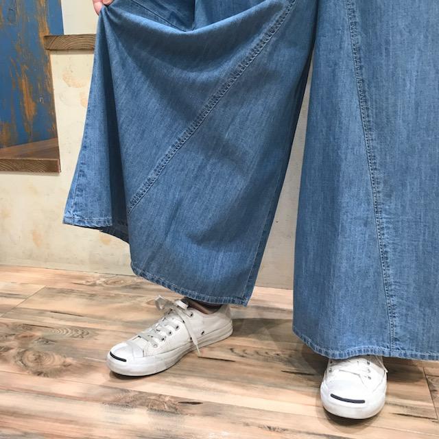 フレアパンツ裾