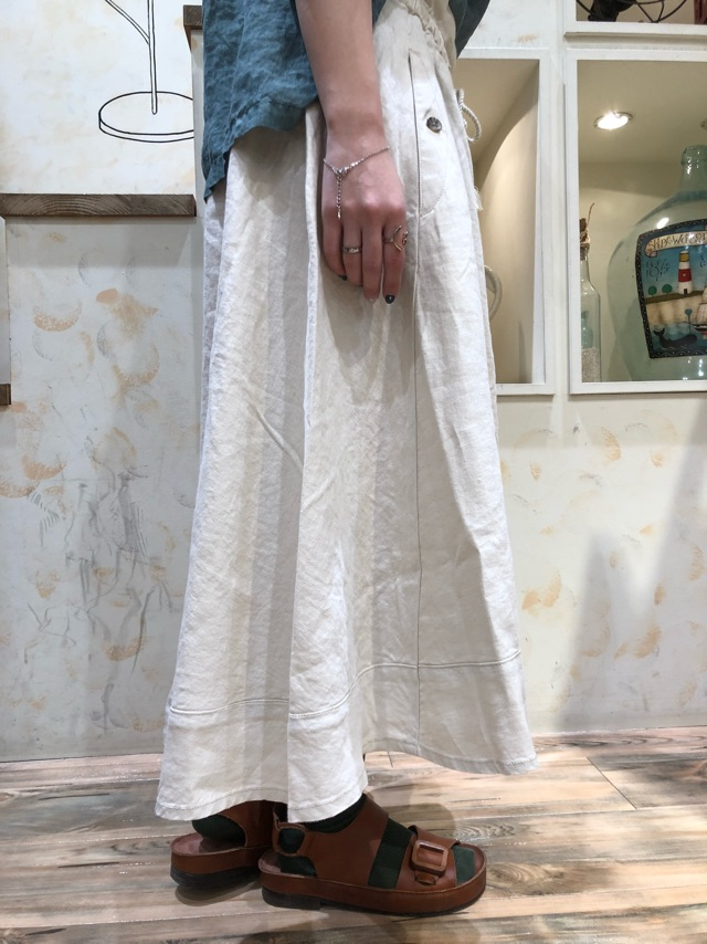 スカート横
