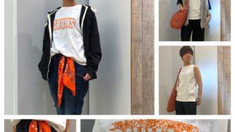 鈴木おすすめオレンジの小物×モノトーンコーデ