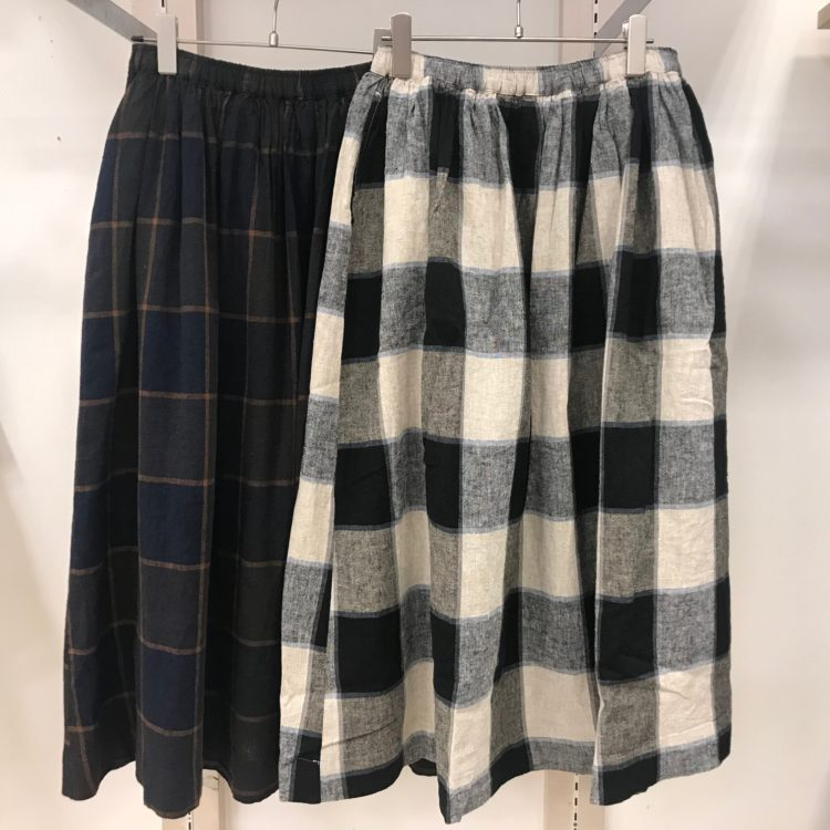 スカート色